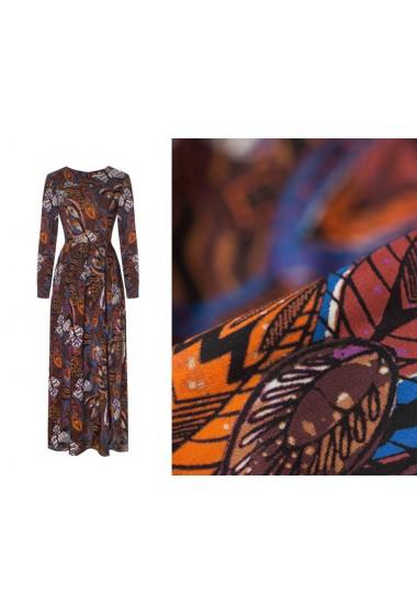 Sukienka z długim rękawem...